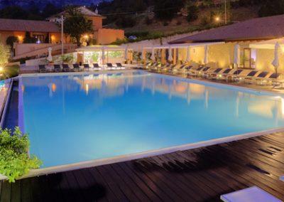 la-piscina-notturno